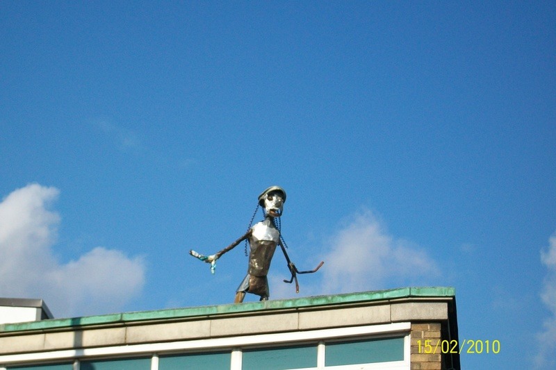Sculpture on rooftop, Fore Hamlet